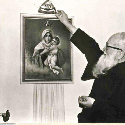 padre-kentenich-coronando-imagen-de-schoenstatt